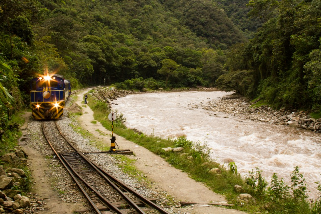 peru rail train machu picchu sacred valley