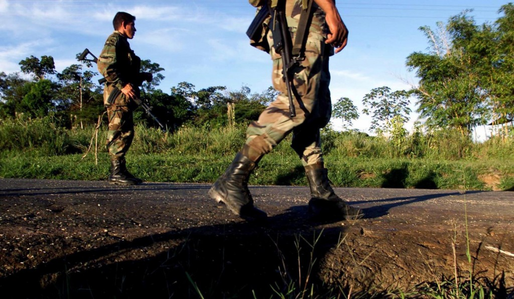 Colombia_soldiers_on_foot